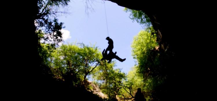 """Национален технически преглед на клубовете по пещерно дело """"Карлуково 2015"""", тренировка на Пещерно спасяване"""
