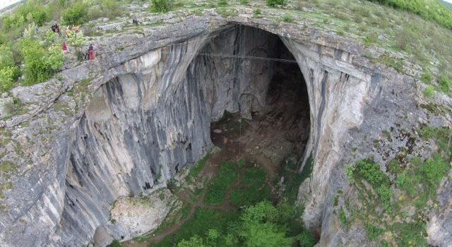 """Инцидент в пещера """"Проходна"""""""